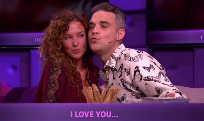 CUTE! Katja Schuurman en Robbie Williams zingen liefdesduet