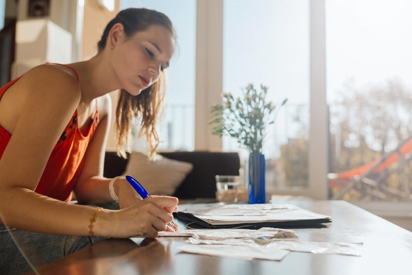Huishoudboekje van Vera (23): 'Hoge lasten vind ik stressvol'