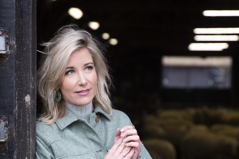 'Op1'-presentatrice Carrie ten Napel (40): 'Ik dacht: als ik niet uitkijk, gaat het écht mis'