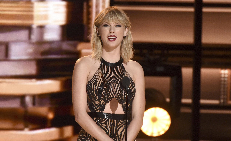 WOW: Taylor Swift verrast 96-jarige fan met bezoekje