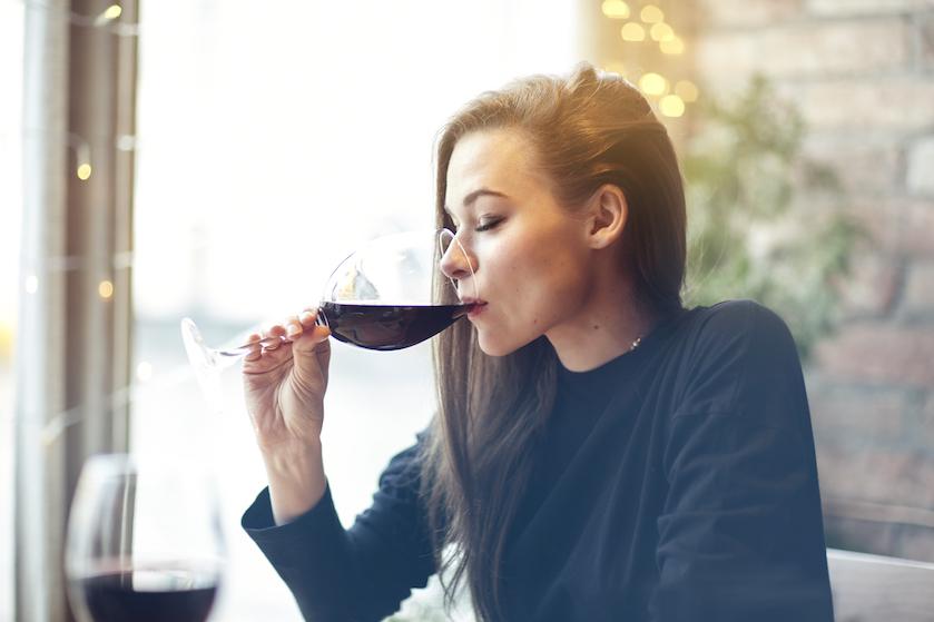 Wijndrinkers moeten oppassen: er bestaat zoiets als een 'Wine Face'