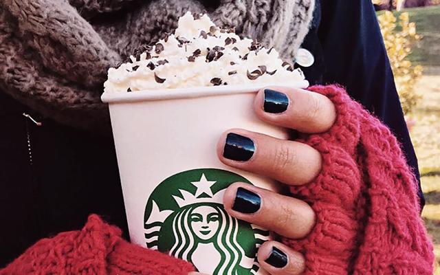 YAY: Starbucks lanceert een nieuwe chocolademelk speciaal voor kerst