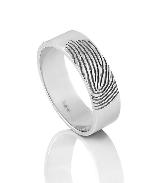 Bruiloftstrend: One-of-a-kind trouwring met vingerafdruk