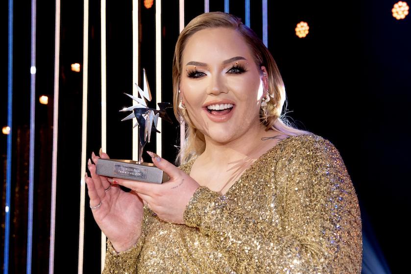 Nikkie de Jager wint Televizier-Ster voor beste presentatrice: 'Holy hell, ik ben ben even helemaal de weg kwijt'