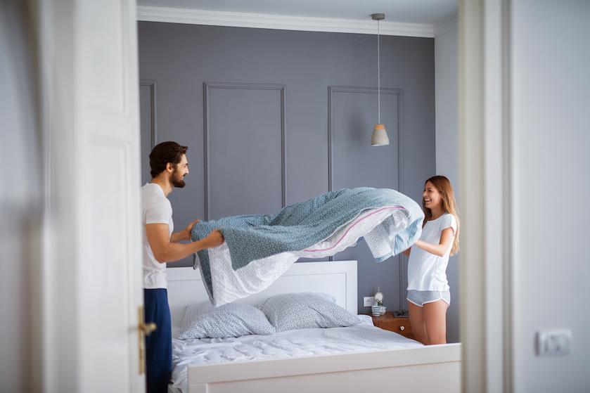 We doen het blijkbaar al die tijd al verkeerd: zo maak je je bed op als een pro