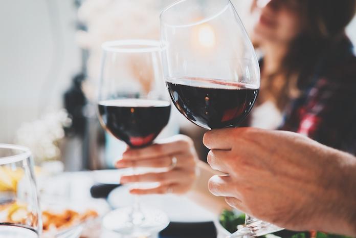 Onthuld: geeft bier na wijn echt venijn?
