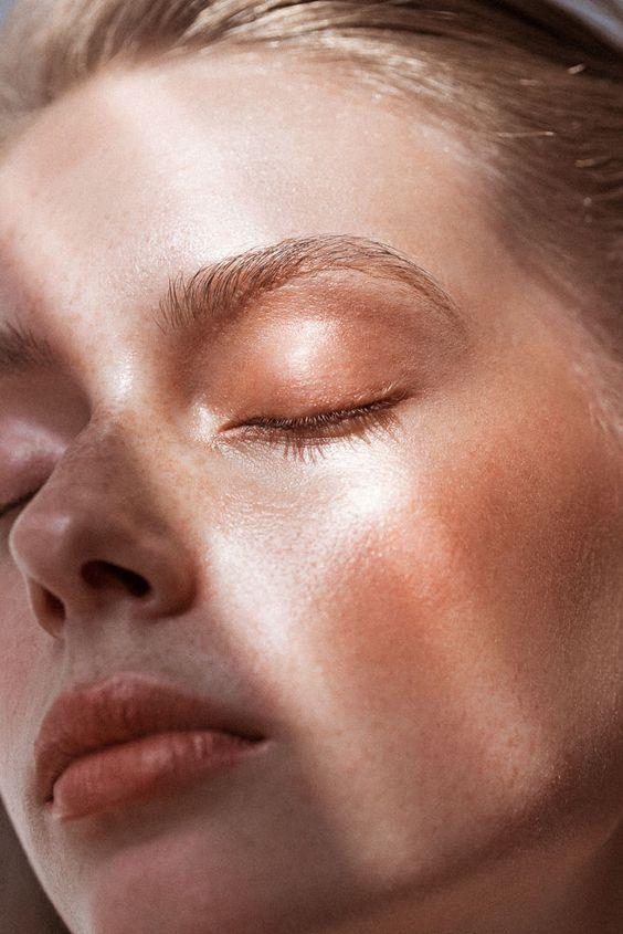 IEUW: Dit gebeurt er met je huid als je met al je make-up op gaat slapen