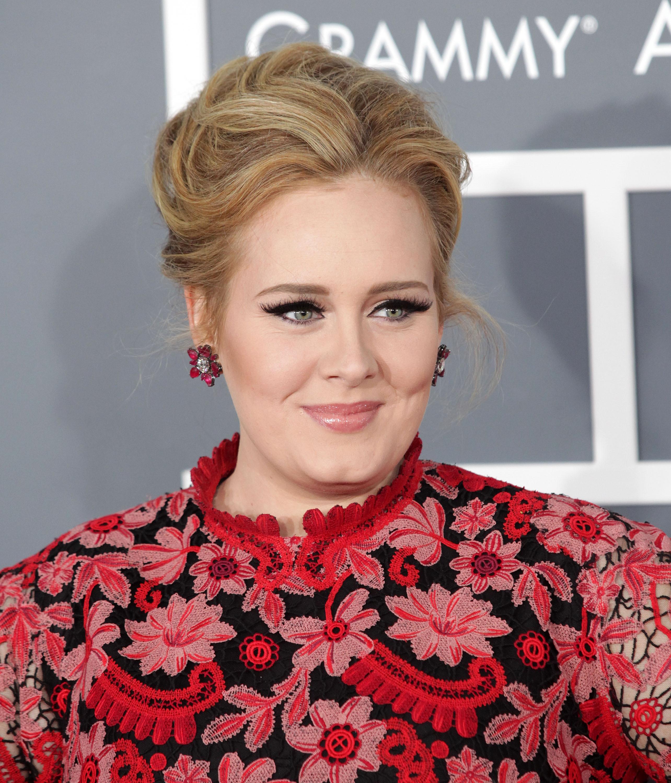 Zien: Adele kust fan per ongeluk vol op de mond