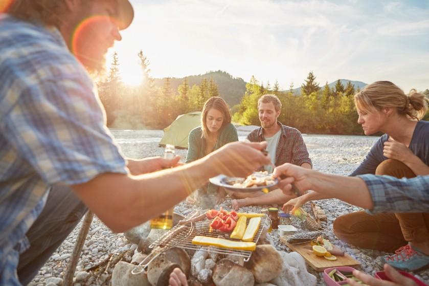 Een culinaire camping-BBQ: zo doe je dat!