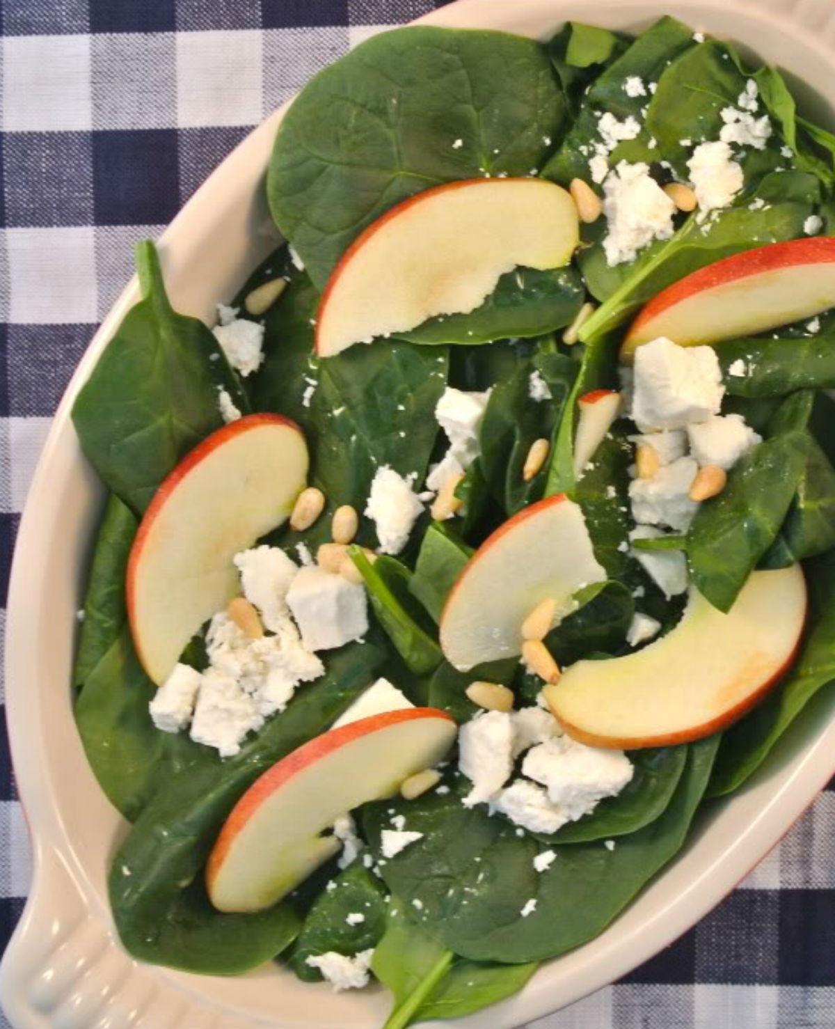 Salade met spinazie, appel en feta