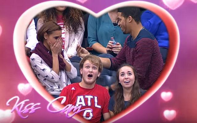 OOPS: romantisch Kiss Cam-huwelijksaanzoek gaat helemaal mis