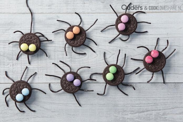 Traktatie-inspiratie: deze Oreo-spinnen maken het feest compleet