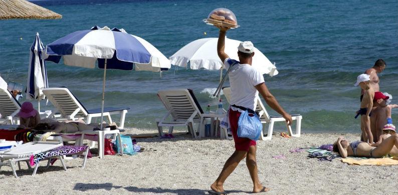 Ugh: mojitos en broodjes van strandverkopers in Barcelona zitten vol poepbacteriën