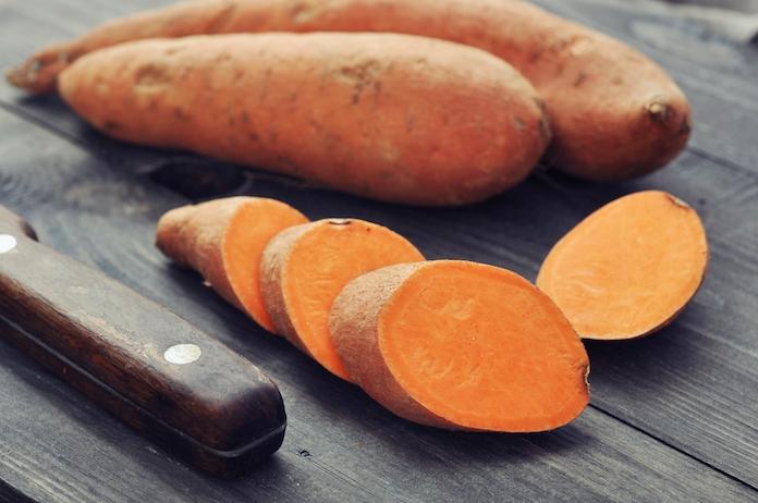 Life hack: op deze manier pof je supersnel en makkelijk een zoete aardappel