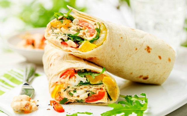 RECEPT: wraps met tomaat, mozzarella en paprika