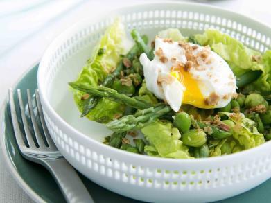 Recept: groene asperges en tuinbonen met ei